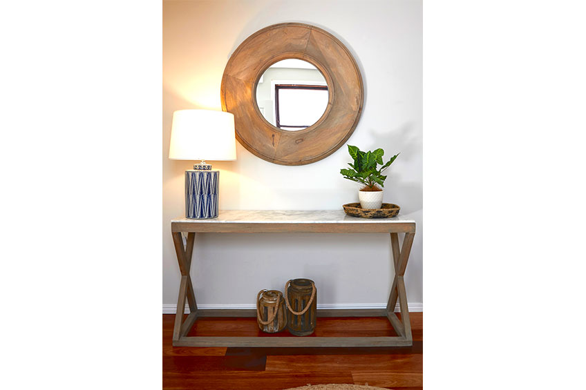 BoxClever_MacDonald_01_Entry_Table_Mirror