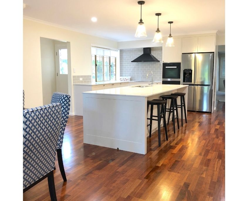 Kitchen_Design_black_timber_stools_Buderim