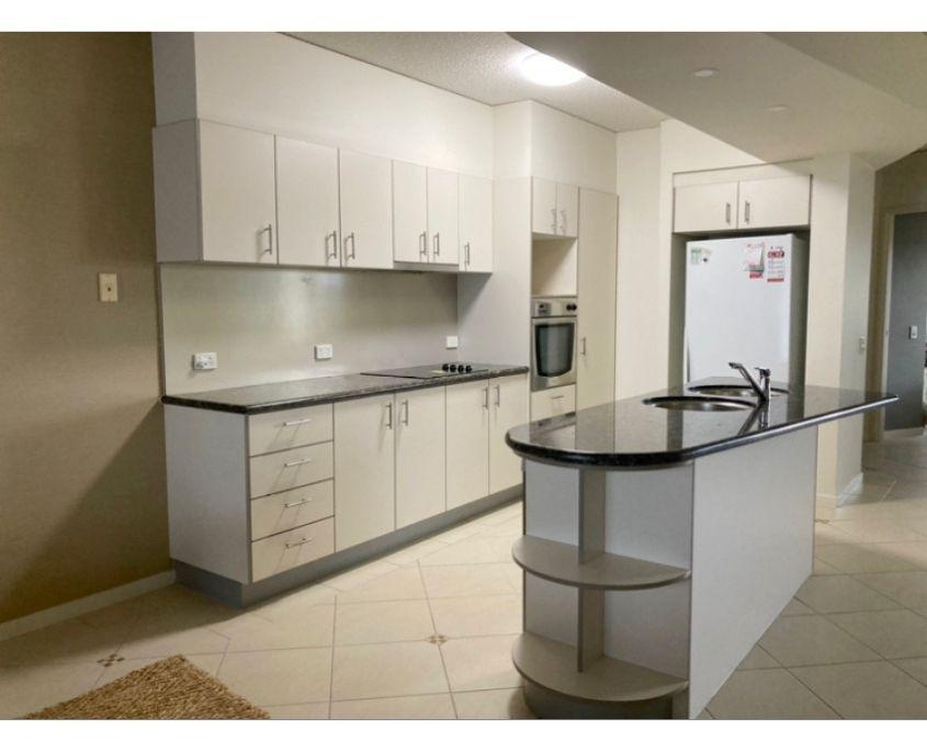 Kitchen_before_image_white_laminate
